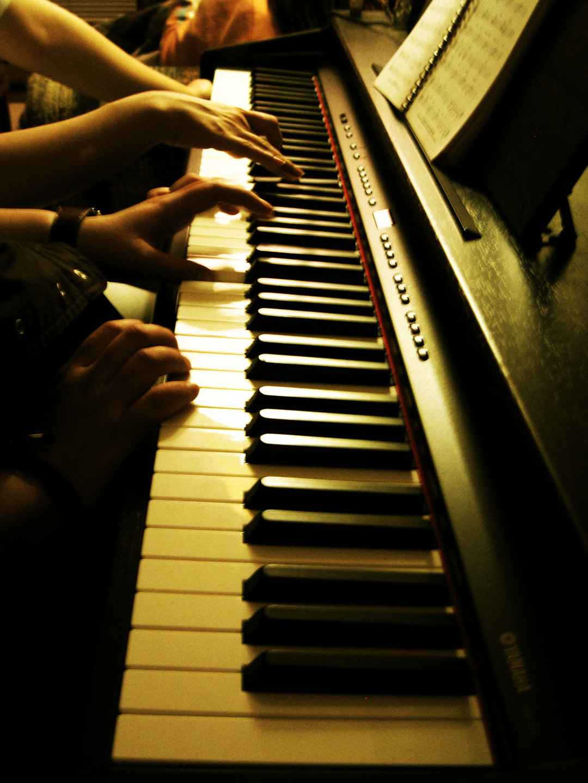 playing-piano-1422352